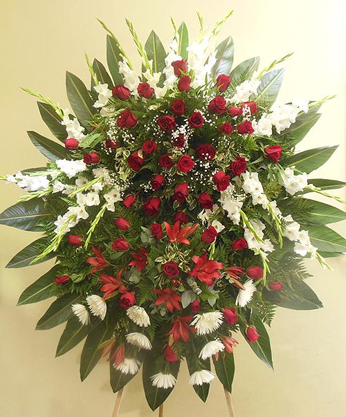Corona mediana de rosas y liliums 500x603 1