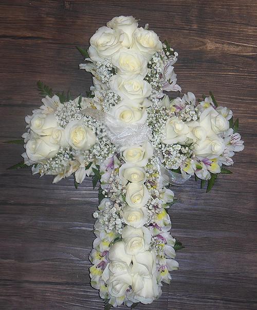 cruz de rosas blancas 500x603 1